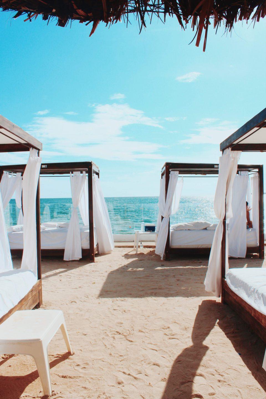 Betten am Strand
