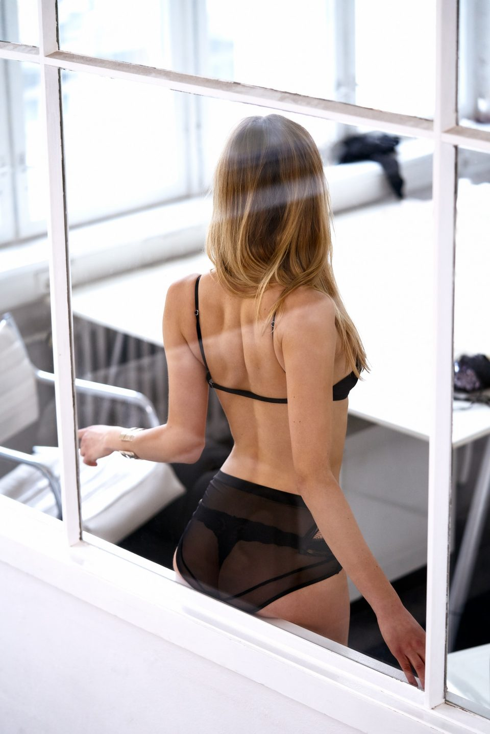 Escortmodel is doing striptease